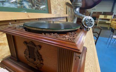 Un gramophone du XIXème siècle restauré par l'Atelier Électronique